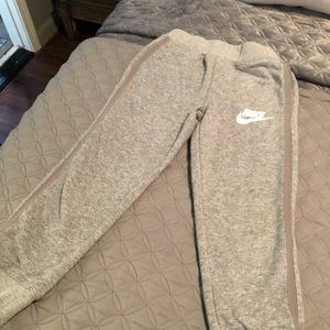 Boys size 7 jogger Nike never worn